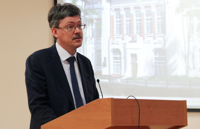 Андрей Макаренко