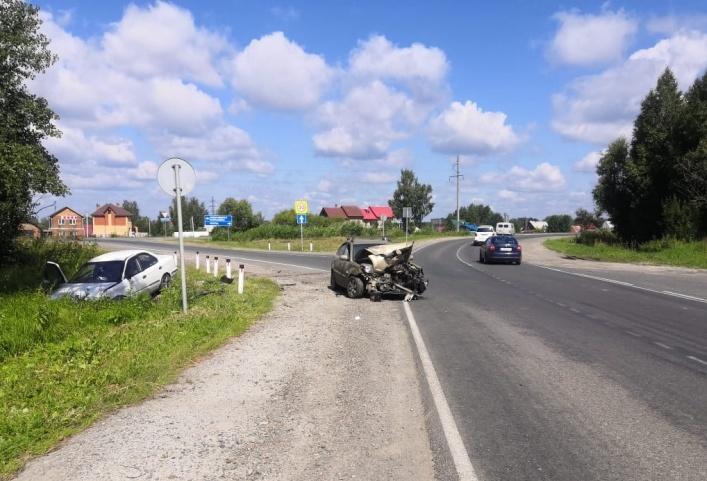Двое взрослых и ребенок попали в больницу после столкновения Kia и Nissan в Светлом
