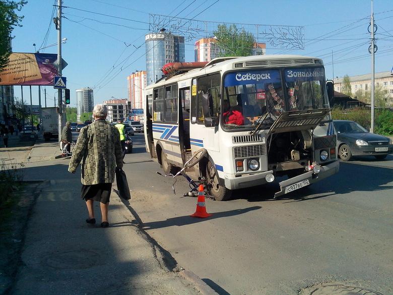 На Комсомольском маршрутка сбила ребенка-велосипедиста