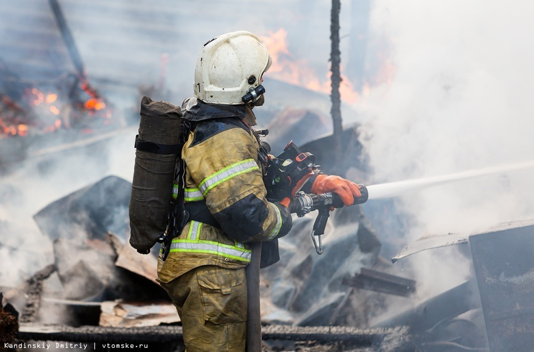 Тело человека нашли после пожара в заброшенном гараже в Томске