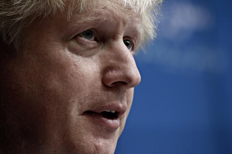 Премьера Великобритании Джонсона перевели из реанимации в обычную палату