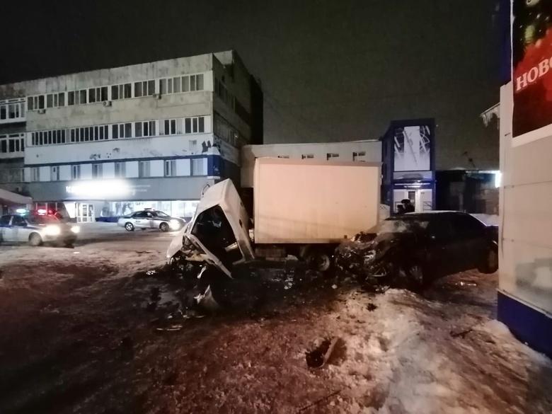 Семерых доставили в больницу после столкновения Honda и «Газели» в Томске