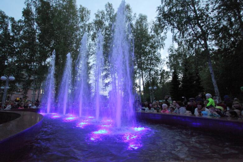 Власти Северска вынуждены охранять новый фонтан от горожан