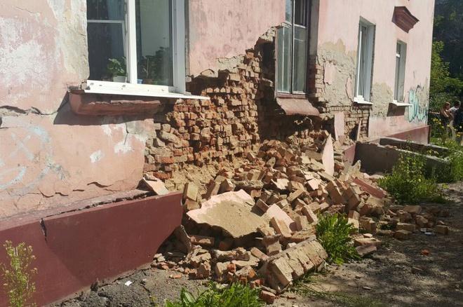 Мэрия Томска не нашла фирму для ремонта обвалившейся стены в доме на Новгородской