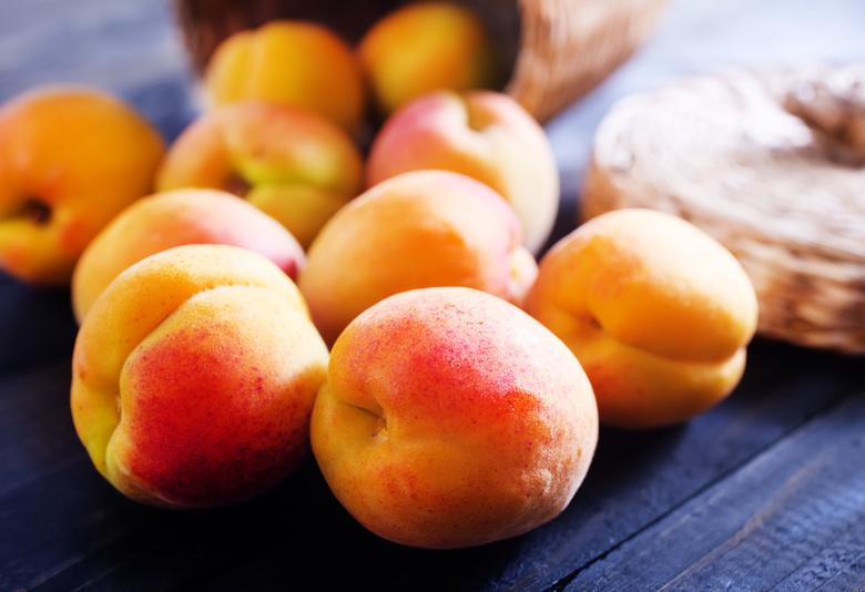 Россельхознадзор уничтожил в Томске 145 кг испанских персиков