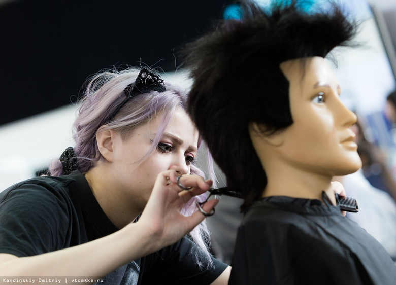 Томские парикмахеры и визажисты выберут лучшего на региональном чемпионате