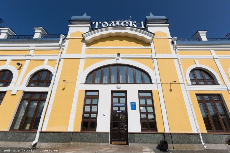 Спасатели сняли мужчину с крыши здания вокзала Томск-I