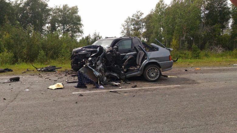 Водитель ВАЗа погиб, столкнувшись со встречной Toyota на томской трассе
