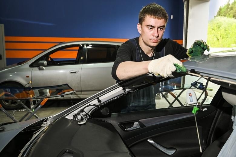 В помощь автолюбителям: где установить новое стекло в Томске быстро и без лишних затрат