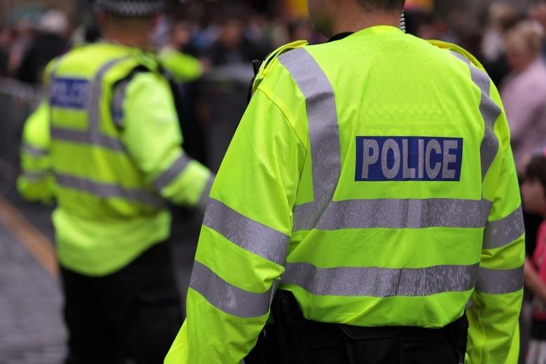 В Лондоне мужчина с муляжом взрывного устройства напал на прохожих. Что известно