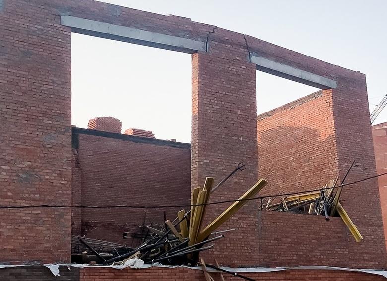 Власти назвали возможную причину обрушения части школы под Томском