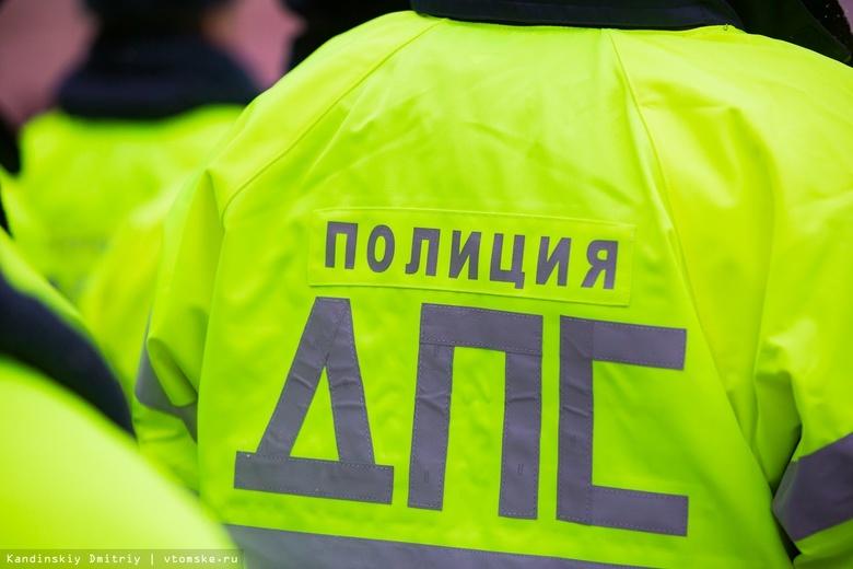 Иномарка перевернулась после ДТП в Томске. Два человека пострадали
