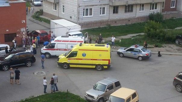 Мальчик попал под колеса грузовика во дворе дома в Томске