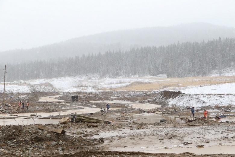 На месте разрушения дамбы под Красноярском обнаружено 18 кг золота