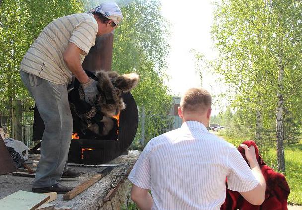 Незаконно продававшиеся шубы и дубленки стоимостью 1,3 млн руб сожгли в Томске