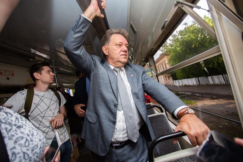 Впервые со студенчества: Иван Кляйн проехал на трамвае по отремонтированным рельсам