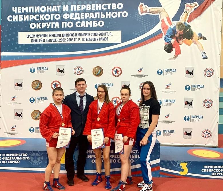 Томские самбистки завоевали 7 золотых медалей на чемпионате Сибири
