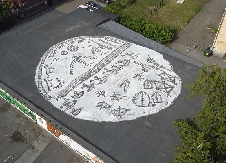 Томский художник создал самое масштабное за Уралом граффити на крыше