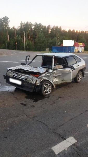 ВАЗ врезался в КамАЗ на томской трассе. Пострадали двое