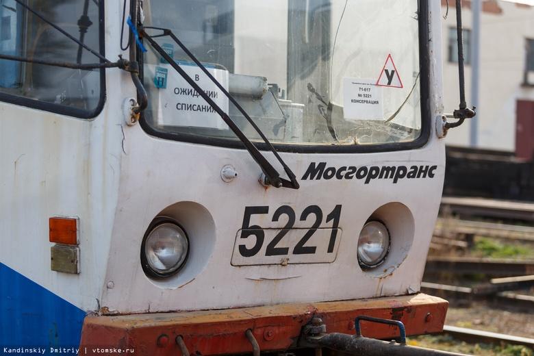 Трамвай врезался в такси на Елизаровых в Томске