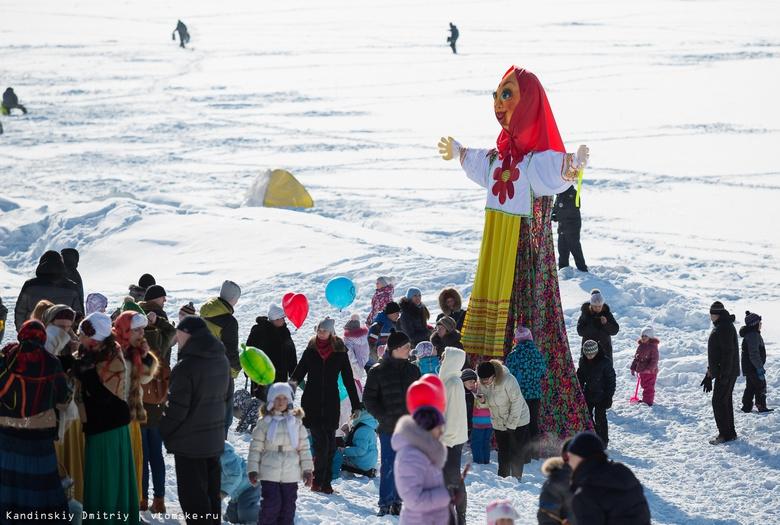 Поедание блинов на скорость, чучело и метание валенка: программа Масленицы в Томске