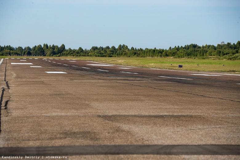 Самолет с поврежденным шасси эвакуируют с ВПП томского аэропорта