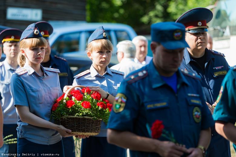 Трагедия длиной в 21 год: томичи почтили память погибших курсантов училища связи