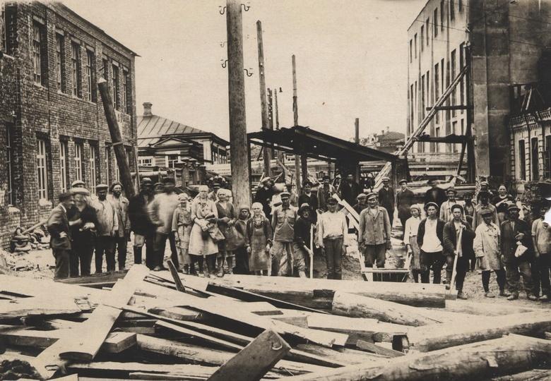 Городская электростанция. Работы по монтажу котла, 1942 год