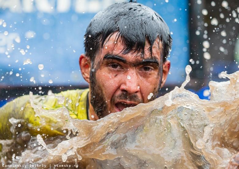 Сквозь преграды, грязь и воду: тысячи томичей приняли участие в экстрим-забеге