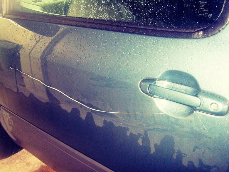 Прокуратура: томичка повредила чужой Lexus из-за ссоры детей