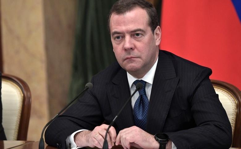 Медведев назвал причину отставки правительства