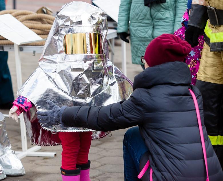 От бочки до автолестницы: выставка пожарной техники разных эпох прошла в Томске