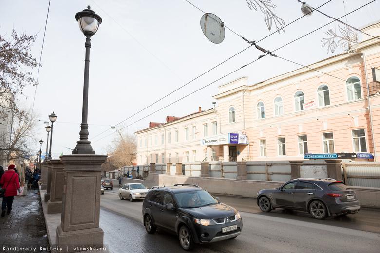 Тротуар со стороны томского Главпочтамта закрыли для пешеходов на полгода