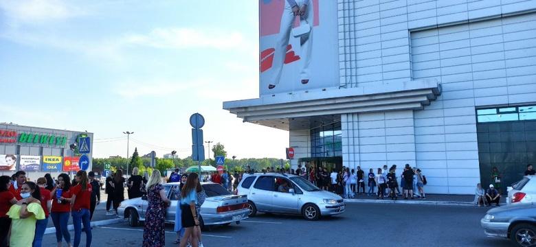Очевидец сообщил об эвакуации из томского ТРЦ «Изумрудный город»