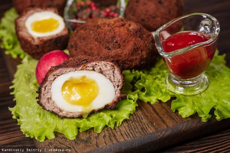 Готовить просто: яйца по-шотландски и паста с колбасками