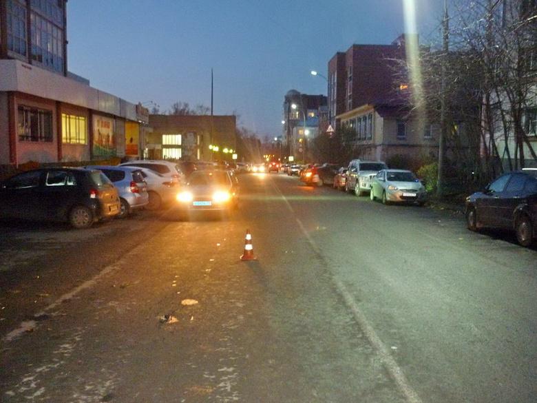 В Томске иномарка сбила первоклассницу, перебегавшую дорогу вне перехода