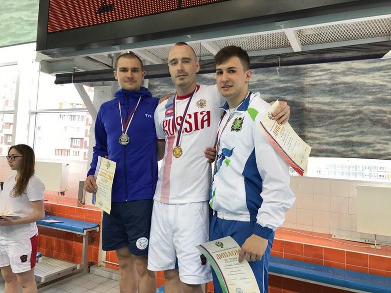 Иван Рожков (ц) и Павел Макаров (п) на церемонии награждения