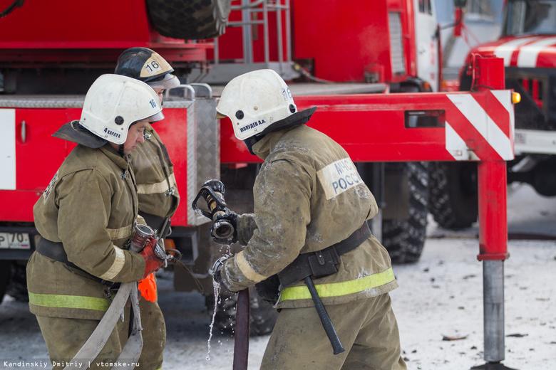 В Томске на проспекте Фрунзе сгорели 2 припаркованных авто