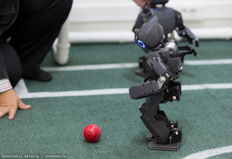 RoboCup-2017: роботы-футболисты, испытания в лабиринте и театрализованное шоу