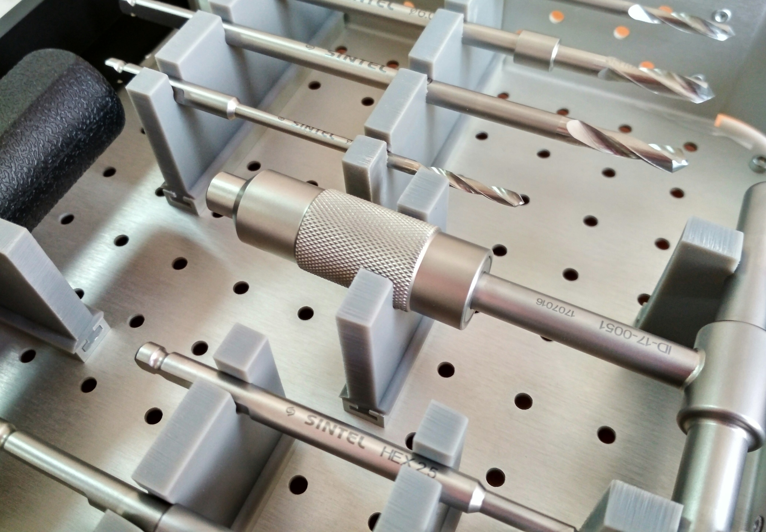 Томская компания готовится к выпуску мединструментов для протезирования