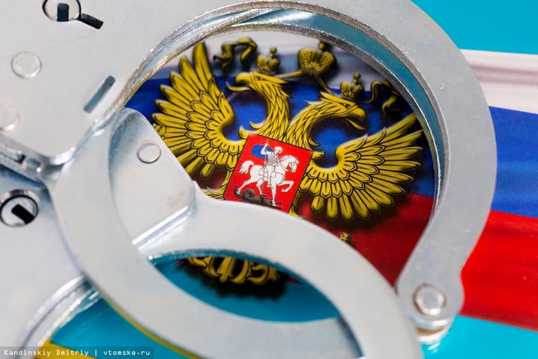 СК: экс-начальник склада вооружения томского УМВД незаконно торговал оружием