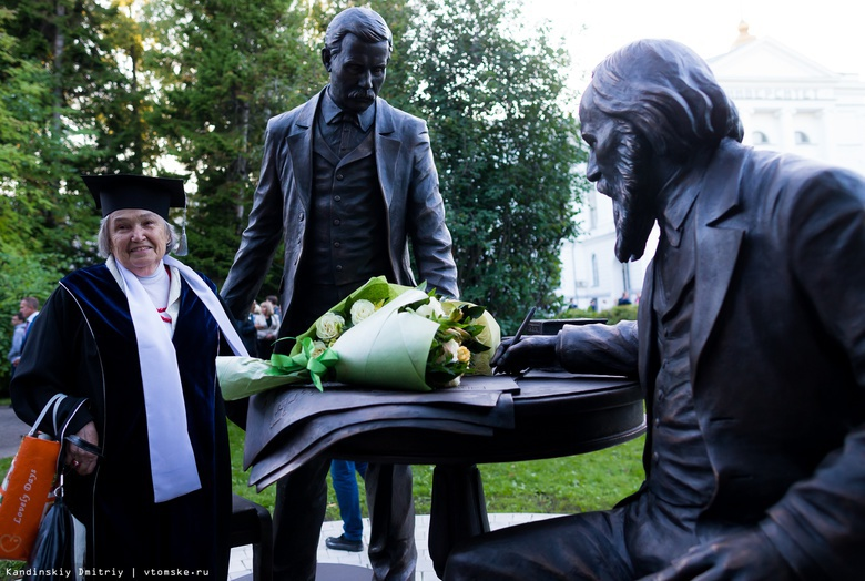 Спасибо отцам-основателям: памятник Менделееву и Флоринскому открыли в роще ТГУ