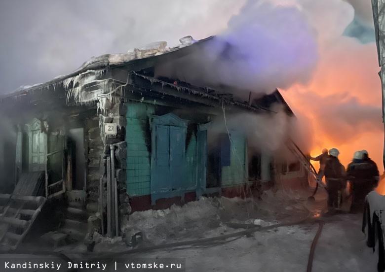Газовые баллоны эвакуировали томские пожарные из горящего в новогоднюю ночь дома