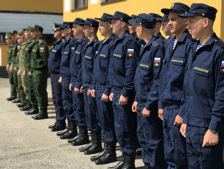 Томских призывников торжественно проводили на службу в ВДВ и научные роты