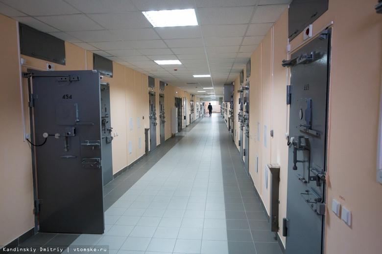 Томич на автокране пытался передать телефоны в колонию заключенным