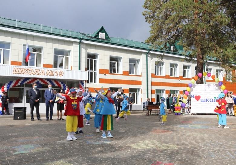 Школа №19 в Томске открыла двери для учеников после капремонта