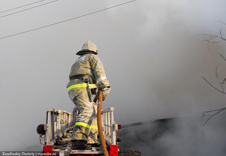 В центре Томска горел жилой деревянный дом