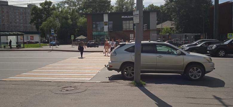 Мужчина за рулем Lexus сбил ребенка на пешеходном переходе в Томске