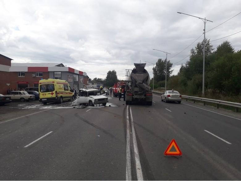 Бетономешалка врезалась в автомобиль в Северске. Погибла женщина