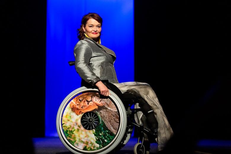 «Особая мода»: дизайнеры представили томичам одежду для людей с инвалидностью